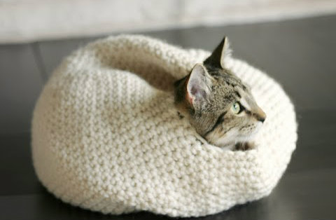 Crocheting Cats : DIY crochet cat bed Modern Cat magazine